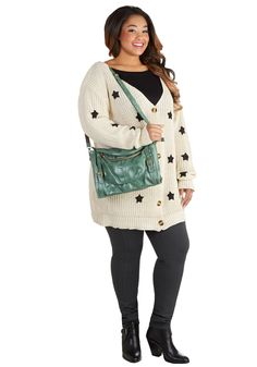 Searching for Sea Glass Bag. Heading north on Highway 1, you head for Glass Beach with wicker baskets in tow! #green #modcloth