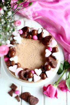 Geisha-suklaajuustokakku ilman liivatetta - Suklaapossu Yummy Treats, Yummy Food, Valentines Food, Fancy Cakes, Something Sweet, Cakes And More, Let Them Eat Cake, Vegan Desserts, Love Food