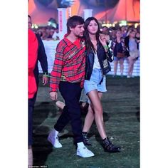 Louis Tomlinson and Eleanor Calder get cosy at Coachella ❤ liked on Polyvore featuring home, kitchen & dining, kitchen linens and calder