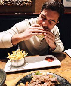 Quick before heading to set -David Castro Shadow Hunters, Ethnic Recipes, Instagram Posts, Tv Series, Crushes, David, Fandoms, Food, Santiago