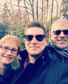 Boxing Day walks by the lake with Mama and Papa Miles #walk #boxingday #stroll #family #christmas #surrey #winter #cold #selfie #iphoneonly