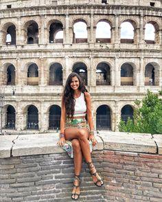 O Coliseu é conhecido por todos mas você sabia que ele foi eleito uma das 7 Maravilhas do Mundo Moderno?   Fotinha  linda da @viajandocomgabi!!!!  . Lembre-se que nós fazemos consultoria de viagem em Roma organizamos o seu transfer do/para o aeroporto e também sua hospedagem! info@emroma.com .  Veja mais no Snapchat Em_Roma  #Roma #europe #instatravel #eurotrip #italia #italy #rome #trip #travelling #snapchat #emroma#viagem #dicas #ferias #dicasdeviagem #brasileirosnomundo #viajandopelomundo…