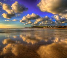 Mike Pratt - Beautiful clouds and great reflections on Bude beach in Cornwall at sunset Bude Cornwall, North Cornwall, Cornwall England, British Beaches, St Just, Beach Hotels, Beautiful Landscapes, Places To See, Clouds