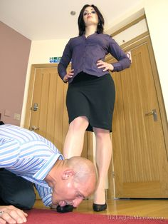 Her boss knew the routine when Anna arrived at the office each morning. Business Attire, Business Women, Female Led Marriage, Femdom Captions, Female Supremacy, Girls Rules, Female Feet, Life Is Hard, Office Ladies