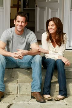 """Teri Hatcher as Susan Delfino and James Denton as Mike Delfino, in """"Desperate Housewives"""", James Denton, Series Movies, Movies And Tv Shows, Tv Series, Desperate Housewives Cast, Terri Hatcher, Superman, Hollywood Songs, Best Tv Couples"""