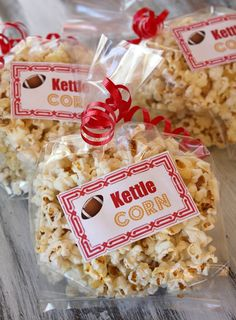 How to make Kettle Corn and Cinnamon Kettle Corn - great Super Bowl idea. Printable labels too. Good Holiday idea too. Appetizer Recipes, Snack Recipes, Dessert Recipes, Cooking Recipes, Appetizers, Party Recipes, Easy Desserts, Yummy Snacks, Yummy Treats