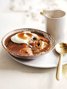 Donna Hay easy winter family comfort food dessert for mid week , a recipe to cheer up these chilly days, sticky banana pudding with burnt butterscotch sauce, serve with vanilla infused whipped creme fraiche or a scoop of clotted cream ice cream Slow Cooker Desserts, Just Desserts, Delicious Desserts, Dessert Recipes, Trifle Desserts, Fancy Desserts, Panna Cotta, Banana Pudding, Pudding Cups