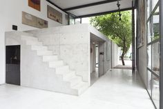 Open Workshop is a minimalist house located in Paolo, Brazil, designed by AR Arquitetos. The concrete structure contains a collaborative artist's studio with exposed concrete interiors. (4)