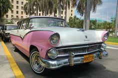 Beautiful decay - Ford Fairlane - Cuba