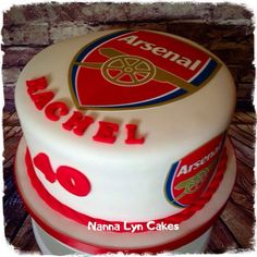 Arsenal Fans cake - Cake by Nanna Lyn Cakes Soccer Birthday Cakes, Soccer Cake, Man Birthday, Soccer Theme, Soccer Party, Birthday Party Themes, Logo Arsenal, Arsenal Women, Aubameyang Arsenal