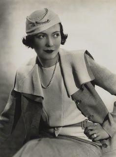 Photo: Madame Yevonde, 1933