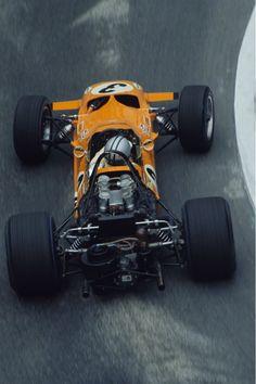 Denny Hulme (McLaren-Ford) Grand Prix de Monaco 1969 - F&O Fabforgottennobility : Photo Motogp, F1 Racing, Road Racing, Formula 1, Up Auto, Gp F1, Mclaren Cars, Classic Race Cars, Gilles Villeneuve
