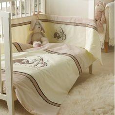 Country Club - Juego de edredón con sábana y cojín protector para cuna, diseño de elefante y jirafa bordado (fabricado en poliéster y algodón), color crema y beige