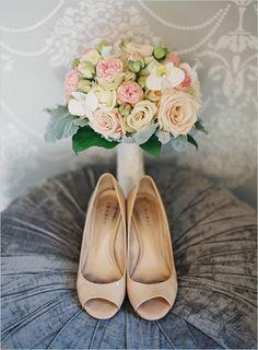 nude wedding shoes @weddingchicks