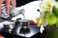 日本酒 sake In Japan you do not pour your own drink. The host or the person next to you & then they pour yours.