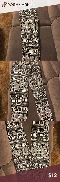 Black & white bottoms Black & white patterned bottoms! They are sort of like joggers but thinner. Never worn! Teal tie string at top is super cute pop of color! Pants Track Pants & Joggers