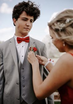 Couple prom pics. Corsage and boutonniere. Picture ideas. Prom inspiration. Sherri hill
