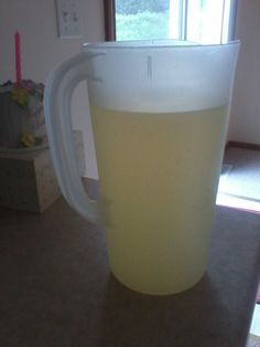 Mountain Dew is like my secret shame. I don't drink soda. but I still crave Mtn Dew when I get stressed. The Homemade Soda Expert: Recipe Homemade Mountain Dew / Sun Drop Clone Beer Recipes, Syrup Recipes, Drink Recipes, Copycat Recipes, Easy Recipes, Cooking Recipes, Non Alcoholic Drinks, Cocktail Drinks, Recipes