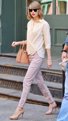 Muted color combo: love the matching shoes and bag and the light purplish pink pants.
