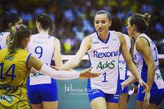 Estamos de volta!  Eu, @gabiguimaraes10 e o segundo turno da superliga. Haha. Estaremos juntos, apoiando e sempre torcendo por esse time @rexonasesc!  #GoUni #rexonasesc #superliga #volei #voleibol #brasil #volleyball #volley #volleyballplayer