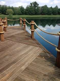 View our niche site for more involving this magnificent photo Rope Railing, Deck Railing Design, Deck Railings, Deck Design, Lake Dock, Boat Dock, Outdoor Walkway, Patio, Lake Landscaping
