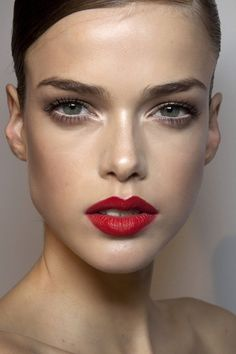 red lipstick w/ contour & lots of highlight in center of face, strong brows