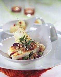 Das Dollenberg Relais & Châteaux im Schwarzwald: In Sachen Kulinarik bietet das Küchenteam um den Grand-Chef Martin Herrmann im edlen Restaurant, im eleganten »Le Pavillon«, in den zünftigen Bauernstuben sowie in der gemütlichen Kaminstube für jedes Ambiente und jeden Geschmack die passende Karte.