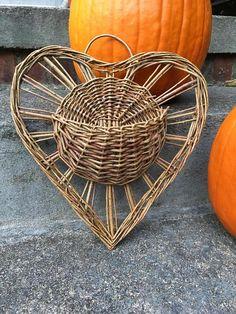 Heart wall basket vintage woven heart planter basket boho rustic plant basket by HappyVintageStudio on Etsy Flax Weaving, Willow Weaving, Paper Weaving, Basket Weaving, Baskets On Wall, Wicker Baskets, Wall Basket, Plant Basket, Basket Planters