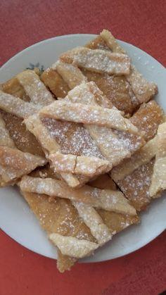 Karamellás-körtés rácsos pite Apple Pie, Food, Meal, Essen, Apple Pies, Hoods, Meals, Apple Cakes, Eten