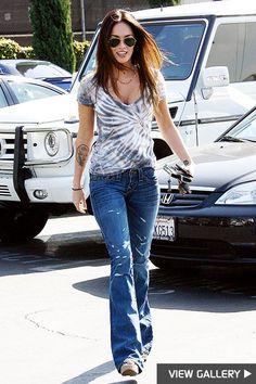 Los Angeles, Mar 10 2009 MEGAN FOX gets a parking ticket in Hollywood, after leaving a beauty Salon. Megan Fox Casual, Megan Fox Style, Fox Tattoos, Tree Tattoos, Deer Tattoo, Raven Tattoo, Tattoo Ink, Arm Tattoo, Hand Tattoos