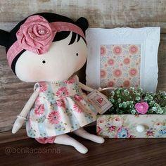 R$ 165.00 + frete mede 30cm, vai usando a roupa da foto e mais um kit de dois laços da cor do vestido #tilda #bonecas #dolls #doll #bonecadepano #ilovetilda #tildatoybox #sweetheartdoll #quartodebebe #maternidade #mamaes #mamãeebebê #tilda #bonecas #dolls #doll #bonecadepano #ilovetilda #tildatoybox #amigasdolar #rainhasdolar #obrigadadeus #larquedeusmedeu #deusabencoemeudia #bonecalinda #recemnascido #artesanato #handmade #atelie #plimplim #instaamigas
