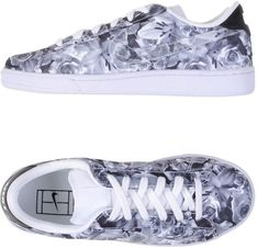 Nike Women Sneakers on YOOX. The best online selection of Sneakers Nike. Grey Trainers, Grey Sneakers, Grey Shoes, Shoes Sneakers, Nike Trainers, Nike Shoes Tumblr, Nike Shoes Outfits, Nike Low Tops, Sneakers Street Style