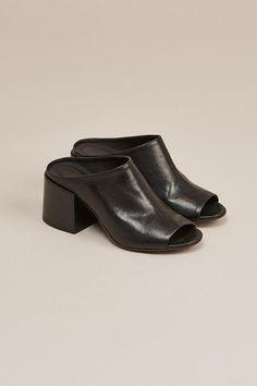 bd979cb1b Buy MM6 by Maison Martin Margiela Women s Multicolor Leather Mule