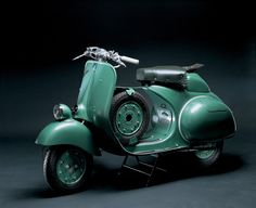 Vespa, a design history of the the scooter that started it all Vespa Piaggio, Scooters Vespa, Motos Vespa, Vespa Ape, Lambretta Scooter, Scooter Motorcycle, Motor Scooters, Vespa Vintage, Vespa Scooters