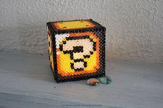 Lucky Box Mario perles à repasser beads (boîte points d'interrogation) Nintendo Hama Mario, Diy Fleur, Cube, Points, Nintendo, Quirky Gifts, Flowers, Jar Candle, Hama Beads