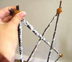 Easy enough the kids could make it as a Christmas craft DIY Rustic Star tree topper. Easy enough the kids could make it as a Christmas craft Rustic Christmas, Winter Christmas, Christmas Holidays, Christmas Decorations, Christmas Star, Holiday Decorating, Winter Snow, Christmas Projects, Christmas Ideas