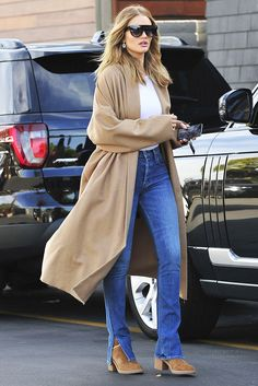 d04d4987f5fd Rosie Huntington-Whiteley just wore a fresh pair of Ugg boots that looks  perfect with