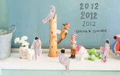Todo es posible en el planeta de Chikolata, desde muñecos tejidos a mano hasta camisetas gatunas: http://www.dadanoias.net/2012/03/29/en-el-planeta-de-chikolata/