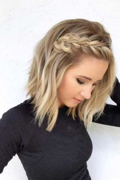 29 Ways to Style a Lob Haircut Bored with your traditional lob style? If so, you'll want to check out these 29 ways to style a lob haircut and get inspired! Prom Hairstyles For Short Hair, Braids For Short Hair, Box Braids Hairstyles, Hairstyles For Round Faces, Popular Hairstyles, Hairstyles Haircuts, Hairstyle Ideas, Short Braided Hairstyles, 2018 Haircuts