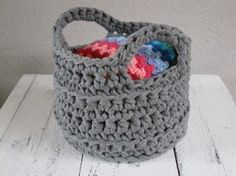 Want to learn! Crochet Box, Crochet Hats, Crochet Baskets, Crafty Projects, Crochet Projects, Cotton Cord, Creative Activities For Kids, Diy Presents, Basket Bag