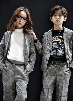 Plenty of color in the usually darker style of Lipop. Lipop makes great streetwear looks for girls and some for boys. www.kkami.nl/product-category/lipop/ #Lipop #streetwear #urbanlook #kidsfashion #Fall2017 #KKAMI