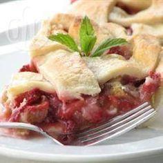 Rhabarber-Erdbeerkuchen mit Gitter - Erdbeeren und Rhabarber ist einfach eine super Kombi! @ de.allrecipes.com