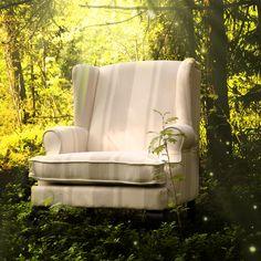 Flott hvit og beige stripet lenestol fra www.krogh-design.no Wingback Chair, Accent Chairs, Beige, Furniture, Home Decor, Homemade Home Decor, Wingback Chairs, Home Furnishings, Decoration Home