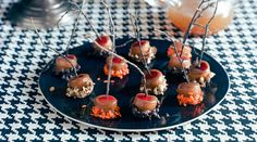 Mini Caramel Apples These sophisticated Halloween party treats are a modern nod to the holiday tradition of bobbing for apples. You get all the satisfaction of a caramel apple in one bite and without a messy chin. Apple Recipes, Fall Recipes, Wine Recipes, Holiday Recipes, Holiday Foods, Party Recipes, Holiday Treats, Halloween Party Treats, Healthy Halloween Snacks