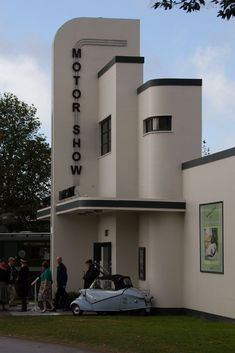 art deco interior Earl's Court Motor Show - 2015 Goodwood Revival Arte Art Deco, Estilo Art Deco, Art Deco Stil, Art Deco Home, Goodwood Revival, Art Nouveau, Architecture Design, Miami Art Deco, Streamline Moderne