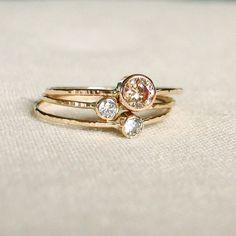 Choisissez trois pierres - solide 14 k mousseux filets d'or - Set de trois anneaux de pile minuscule avec choix de pierres facettées - délic...