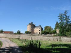 Château construit au XIème siècle au Nord-Ouest de la commune.