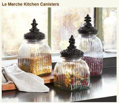 Le Marche canisters