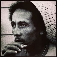 "Bob Marley - Jammin Music Video - Jamming"" is a song by the reggae band Bob Marley & the Wailers from their 1977 album Exodus. Dancehall Reggae, Reggae Music, Reggae Style, Dj Music, Music Icon, Fotos Do Bob Marley, Reggae Bob Marley, Bob Marley Pictures, Marley Family"