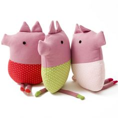 these simple little plushie toys are super cute , super kawaii little bundles of oink 3 little pigs
